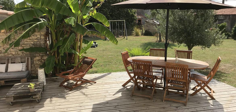 location gite longeville sur mer la longere terrasse bois