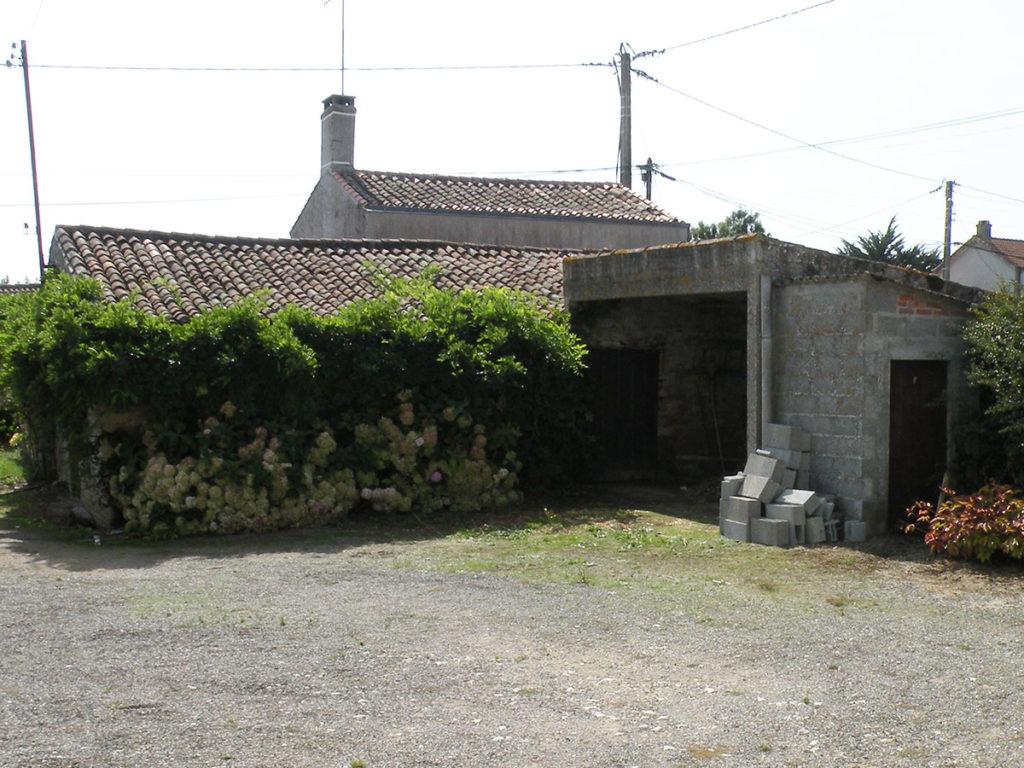 renovation gite en pierre longeville-sur-mer grange avant