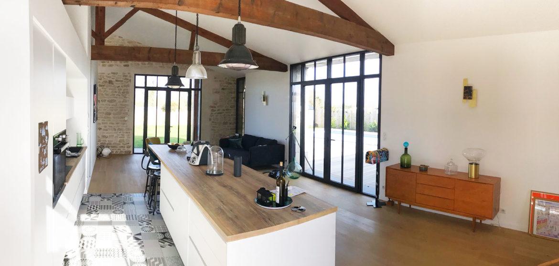 location maison contemporaine avec piscine longeville-sur-mer cuisine
