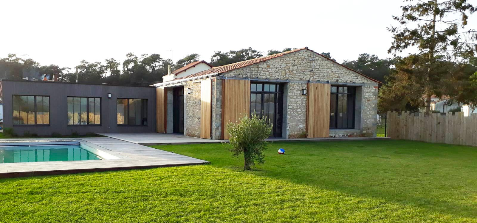 location maison contemporaine avec piscine longeville-sur-mer home