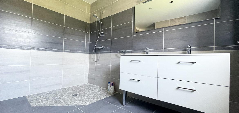 location gite maisonnette les conches longeville salle bain